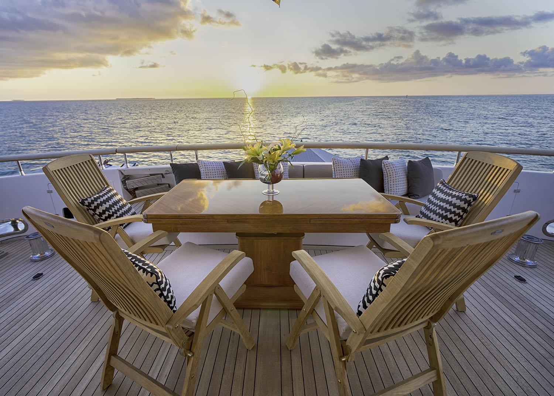GLADIUS - Aft deck table